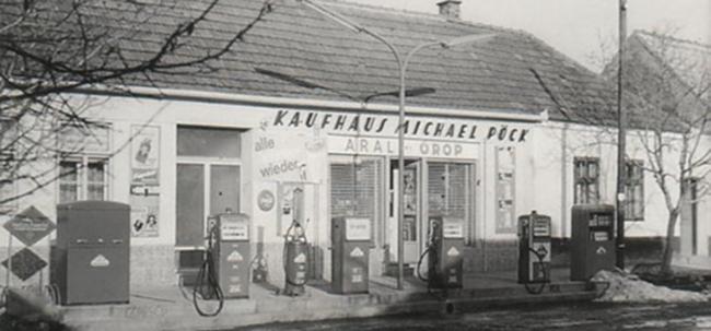 Altes Kaufhaus der FA Pöck mit Tankstelle