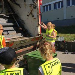 Kinder der VS am Tabor mit Pöck's Müllwagen
