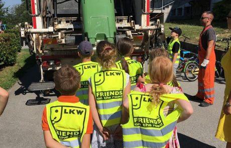 SchülerInnen der VS am Tabor mit Pöck's Müllwagen
