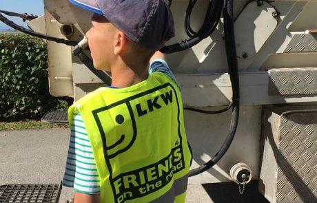 Schüler der VS am Tabor mit Pöck's Müllwagen