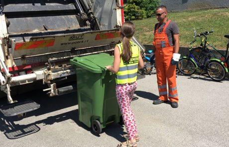 Schülerin der VS am Tabor mit Pöck's Müllwagen