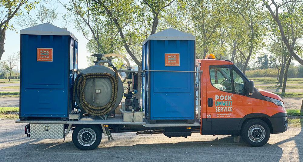 Anlieferung der Pöck-Miet-WCs